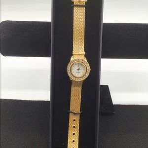 Victoria Wieck quartz watch with gold mesh band